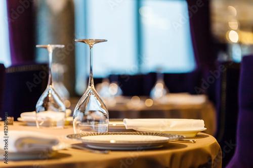 set in restaurant - 82308804