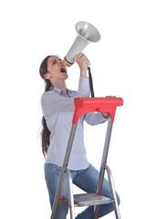 Junge Frau mit Megaphone
