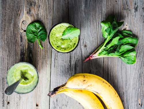 Fototapeta vitamin fresh, green smoothie with spinach, banana in a glass