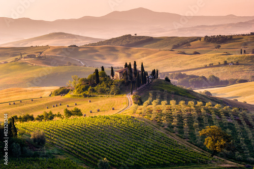 Leinwanddruck Bild Tuscany, landscape and farmhouse in the hills of Val d'Orcia