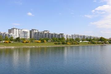 Wohnhausanlage an Ufer der Neuen Donau, Wien