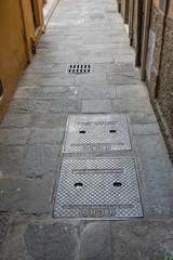 Tombini e fognature, pavimentazione strada, vicolo