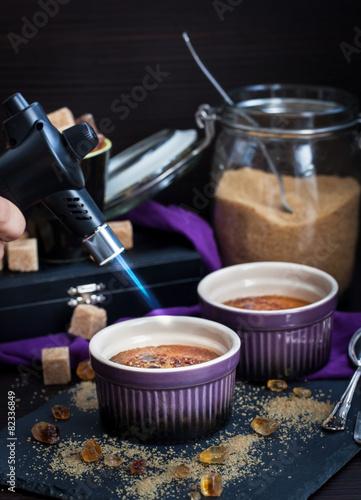 Creme brulee with gas burner - 82336849