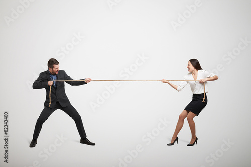 woman and man pulling the rope