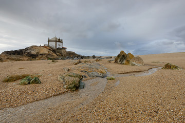 Templo à beira mar