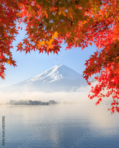 Fotobehang Japan Autumn Season and Mountain Fuji in Japan