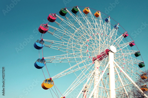 Plakat Giant ferris wheel against blue sky, Vintage