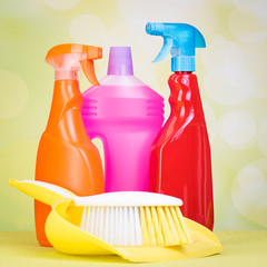 reinigungsflaschen mit handfeger