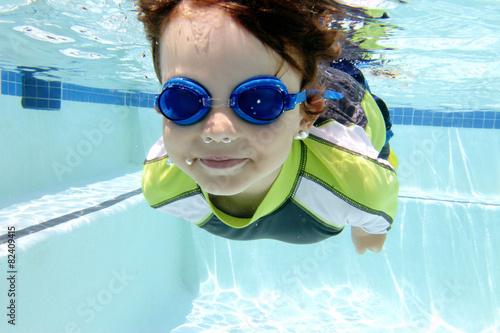 Child Swimming in Pool Underwater - 82409415