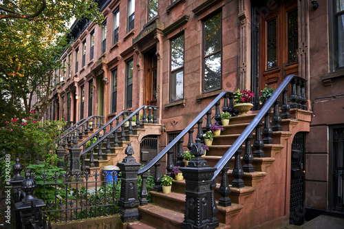 brownstone - 82424088