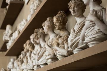 Mezzi busti di gesso, Firenze