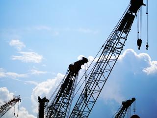 建設工事現場のクレーン