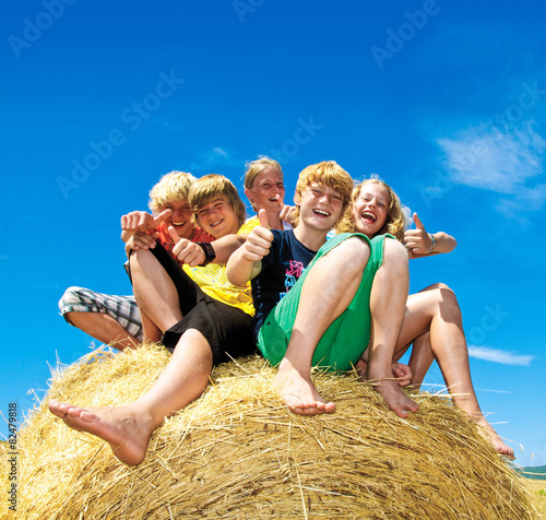 Leinwanddruck Bild Gruppe glücklicher Kinder