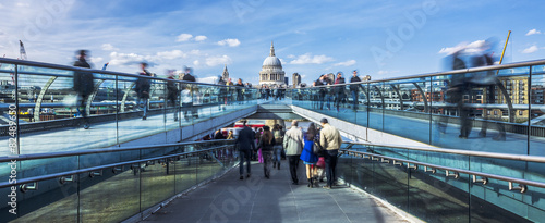 Fotobehang Londen Panoramic view of the Millenium footbridge