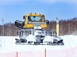 The winter cross-country vehicle for laying of a ski line