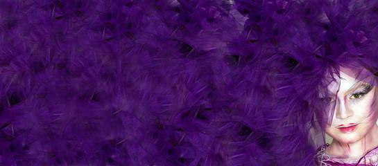 Фиолетовый фон с экстравагантной девушкой