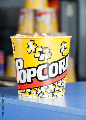 Keuken foto achterwand Boodschappen Popcorn On Cinema Concession Counter