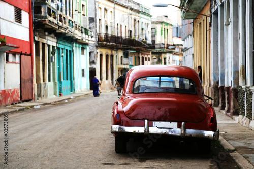 Poster Street scene with vintage car in Havana, Cuba