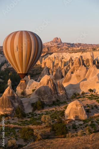 In de dag Ballon tourist attraction of Cappadocia , the flight with the balloon