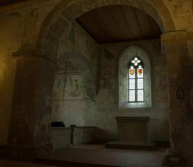 Kirchenfenster in der Kapelle der Burg
