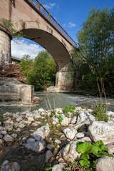 ponte ferroviario sul fiume liri