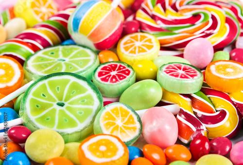 fototapeta na ścianę Kolorowe lizaki i cukierki różne
