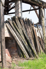 wooden_poles_supported_the_ruins