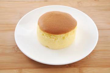 お皿にのせた スポンジケーキ ホットケーキ テーブルクロス