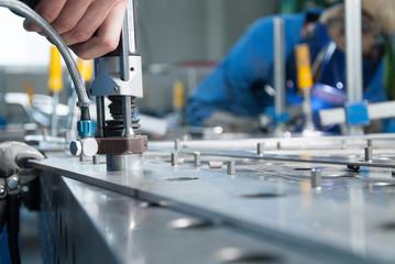 Aluminium stanzen in der Metallbearbeitung