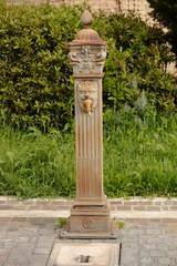 Antiker Brunnen