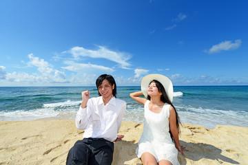 コマカ島の美しいビーチとカップル