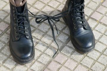 Scarpe con lacci intrecciati