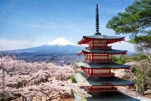 Foto op Plexiglas Japan Frühling und Sakura bei der Chureito Pagoda in Japan Fujiyoshida