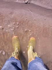 in piedi nell' acqua
