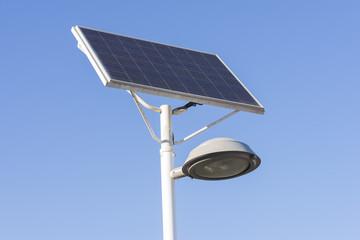 Farola con placa solar.