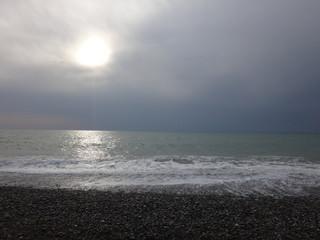 Морской прибой и садящееся солнце