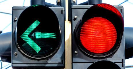Ampel mit Rotlicht und Grünlicht
