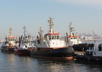 Schlepper im Hamburger Hafen bei Oevelgoenne