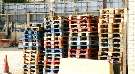 Palés apilados en un almacén de Barcelona