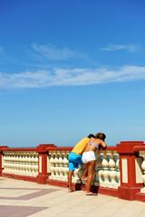 Pareja en el paseo marítimo, Chipiona, Cádiz, España