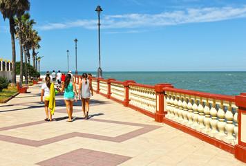 Niñas en el paseo marítimo, Chipiona, Cádiz, España