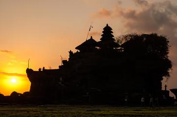 Atardecer en el Templo de Tanah Lot, Bali. Indonesia.
