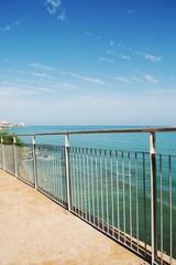 Barandilla junto al mar