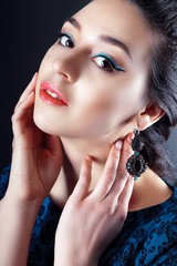 woman wearing an earrings