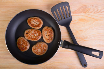 Frying pan with fritters