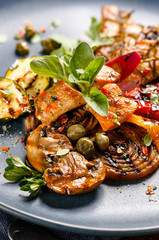 Grilled vegetables with chicken and fresh herbs