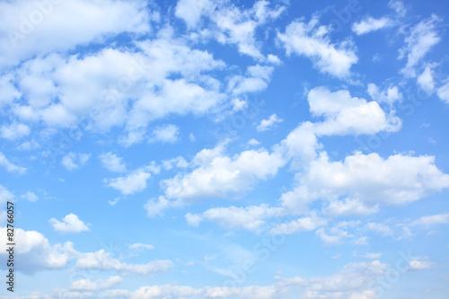 niebo-z-chmurami