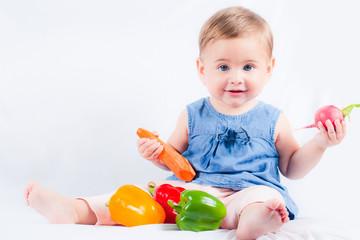 Baby mit Gemüse