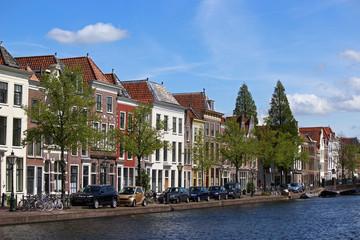 Huizen aan het water in Leiden nr 1