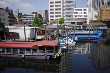 運河と屋形船